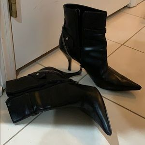 Sexy GUESS pointed black boots
